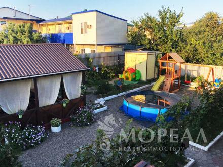 Гостевой дом с апартаментами для хозяев на участке 4 сотки